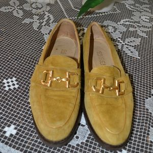 Gucci loafer in saffron yellow suede